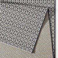 Kusový koberec Meadow Coin - čierny