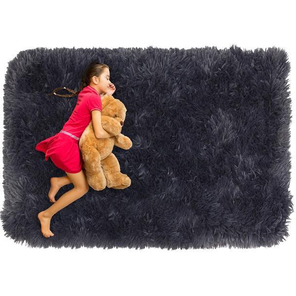 Plyšový detský koberec MAX TMAVO ŠEDÝ.