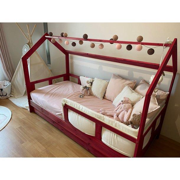 SKLADOM: Detská posteľ z masívu bez šuplíku DOMČEK BEDHOUSE 200x90 cm - bezfarebný lak