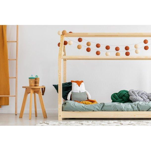 SKLADOM: Detská posteľ z masívu DOMČEK - TYP A 200x120 cm